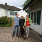 Так живут простые швейцарцы. Рядом с Леной Мартин, который дал нам велосипед, и его мама Розамария